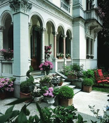 main_ entry_of_the_villa