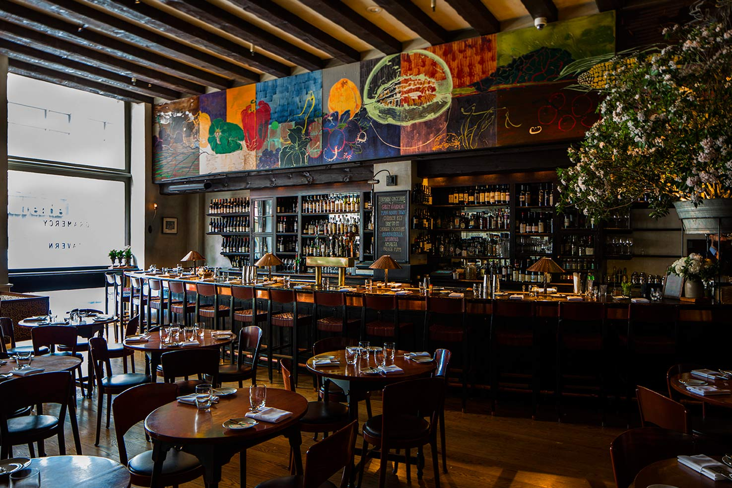 Gramercy tavern new york city landmark features exquisite for Food bar nyc