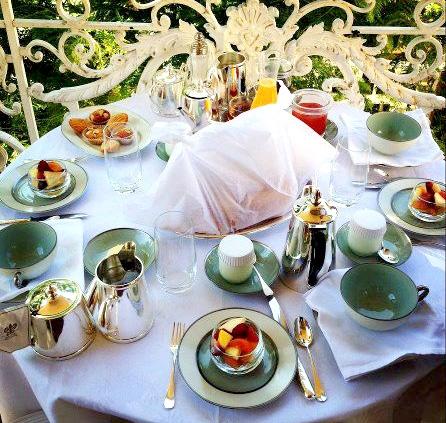 petit-dejeuner-balcon